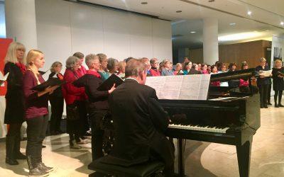 Vier Chöre singen in der Frankfurter Sparkasse zu Gunsten von MainLichtblick